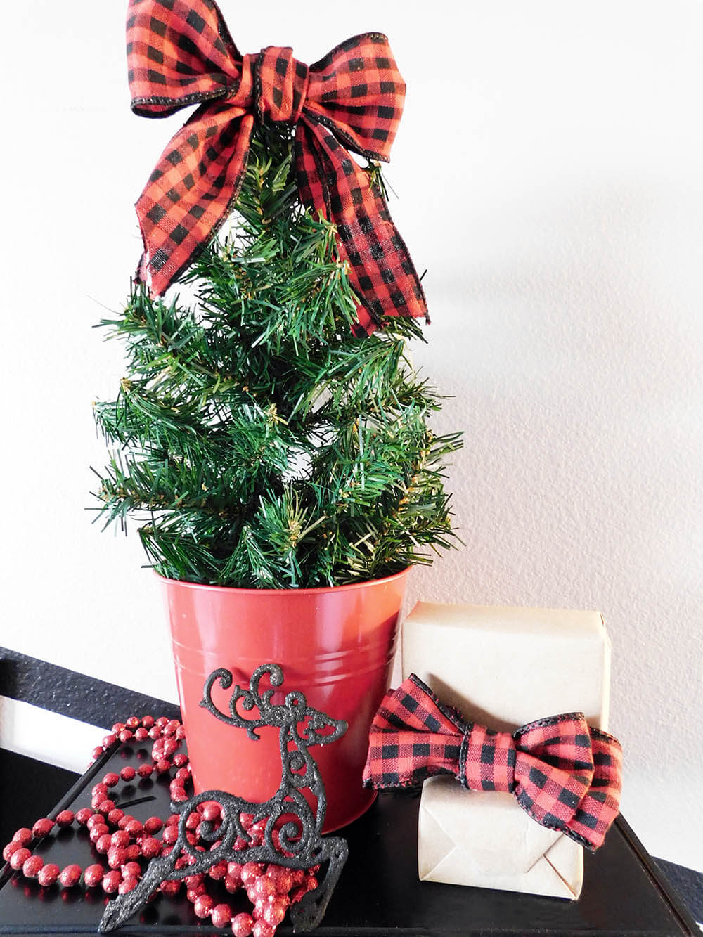 DIY-Faux-Mini-Christmas-Tree from leftover garland