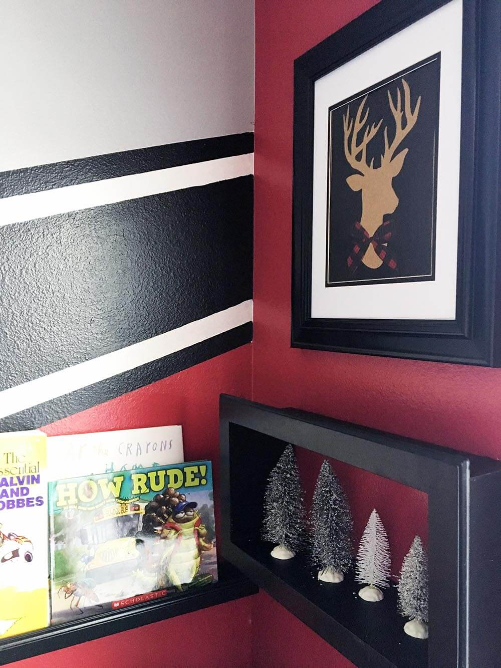 Budget Christmas decor. Framed deer with buffalo check tie