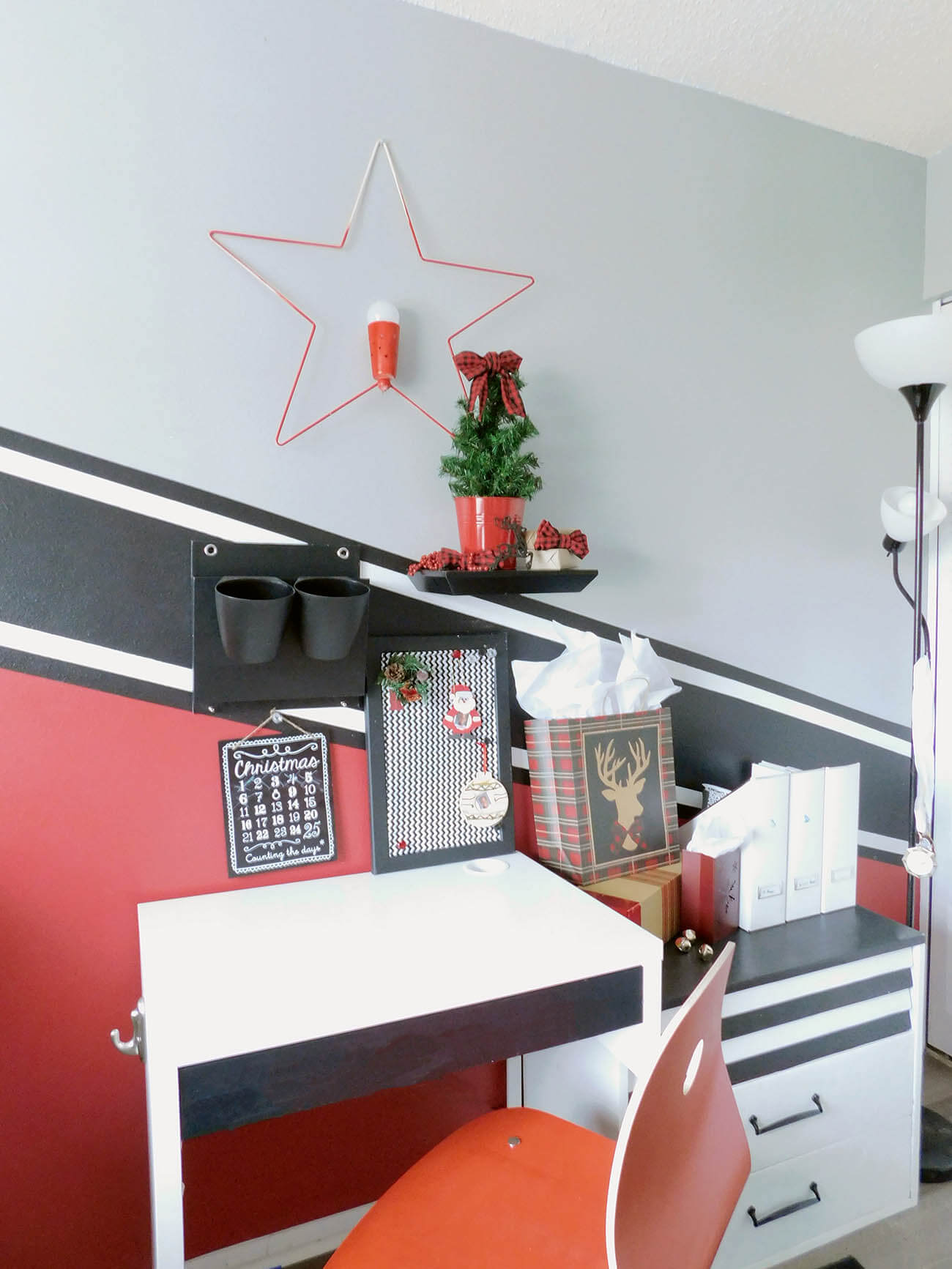Boy's room Christmas decorating ideas